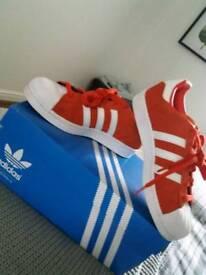 Adidas Superstar size 5
