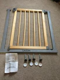 LINDAM STAIRGATE, EXTENSION & BANNISTER BRACKET