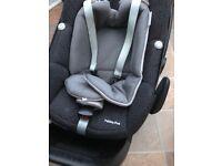 Maxi Cosi Pebble Plus car seat with isofix base