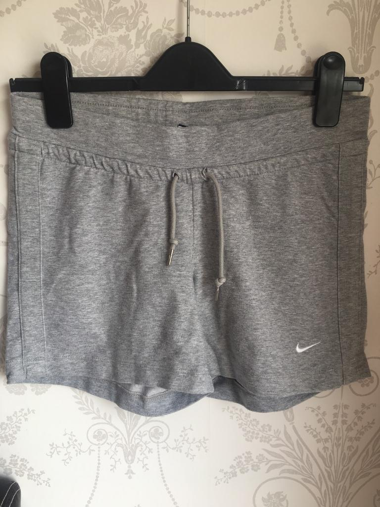 NIKE womens shorts Sin Nuneaton, WarwickshireGumtree - Womens grey Nike shorts Size small Good condition/used Feel free to try items on )