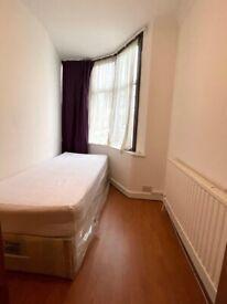 🔎🔑📍LOVELY SINGLE ROOM in Nerthfield Gardens - IG11 9TN £95pw / Barking Station - NO FEES.