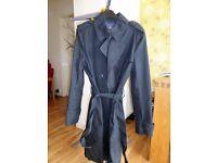 Ladie's 3/4 Gap raincoat