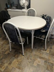 Table and chairs Moving Must Sell