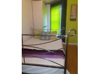 Double Rooms + Showers To Let in Christchurch