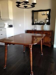 Vilas Dining Table with 2 leaves