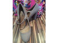 Stone/light grey/beige heels size 5