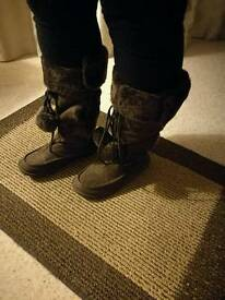 Ladies brown boots size 3