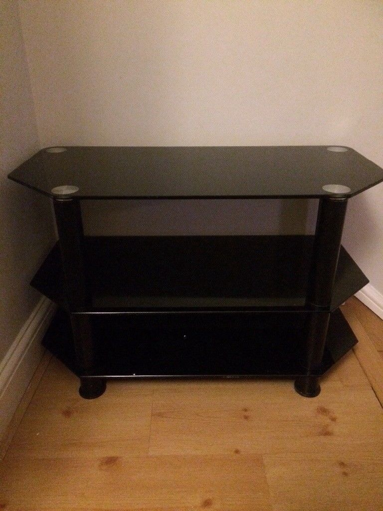 TV Unit, TV Mount, TV Stand, TV Cabinet in very good conditionin Bromley, London - TV Unit, TV Mount, TV Stand, TV Cabinet in very good condition perfect for your living room / dining room / lounge / bedroom Serious buyers only. Buyer to organise own pick up