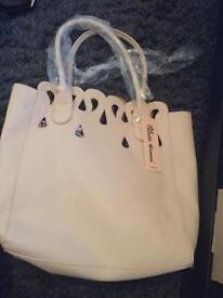 BRAND NEW beige LARGE HANDBAG for sale!!! Only £5