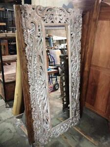 Miroir en Bois Sculpté provenant d'Indonésie / Hand carved wood frame Full-length Mirror from Indonesia