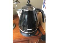 Delonghi black kettle