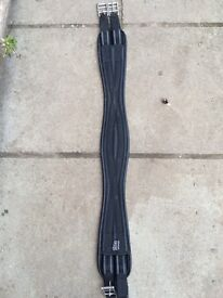 Shires Black leather expandable girth strap 40'