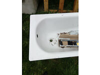 Brand New Bath Tub With Fixings/Fittings********* £50 ono