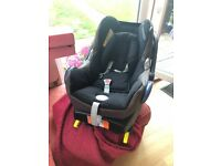 MAXI COSI CABRIOFIX REAR FACING FROM BIRTH CAR SEAT WITH TWO WAY ISOFIX BASE