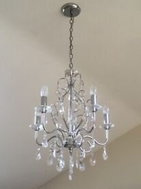 Beautiful chandelier in excellent condition