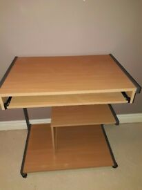 Computer desk on wheels with extendable / retractable shelves