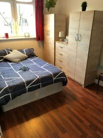 GET IT TODAY!!! Vibrant Double Room in Cambridge Heath Road - BETHNAL GREEN -