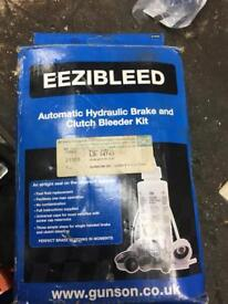 Automatic Brake bleeder hydraulic clutch