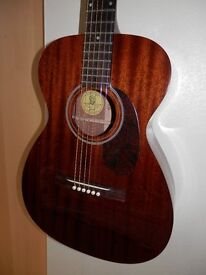 GUILD M20 acoustic guitar in excellent condition.