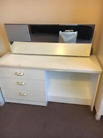 Chest drawers with mirror