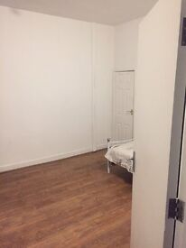 Near city centre, Double room, £300 per month, all bill included