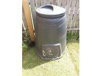 Blackwall brand used compost bin. Very good condition. Empty. Ready for collection .