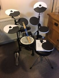 Roland V-Drums TD-4KP Electronic Drum Kit / PDX-8 mesh head / PM-03 personal monitor