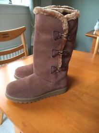 Skechers Keepsakes Appeal Suede Boot with Faux Fur Trim & Memory Foam - New (Size 4½)