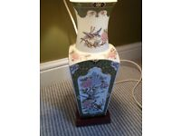 """BEAUTIFUL ANTIQUE STYLE VINTAGE LAMP FROM MARKS AND SPENCER EXOTIC BIRD DESIGN 14"""" PLUS 9"""" SHADE"""