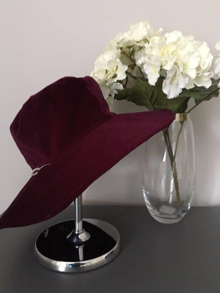 Ladies Wide-brimmed Maroon Cotton Velvet Hat