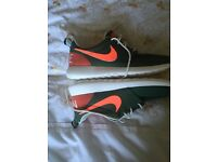 Size 8 Nike Roche one ( brand new)