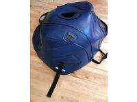 Tank protector/cover Bagster Triumph Sprint ST 2005 on dark blue