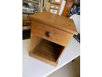 Pine single drawer bedside cabinet