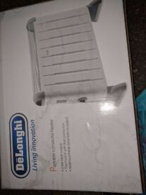 DeLonghi HCM2030 Convector Heater with Thermostat - 2 Kilowatt hardly been used kept in the box