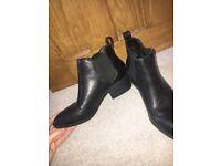 Stunning Women's Black Chelsea Boots