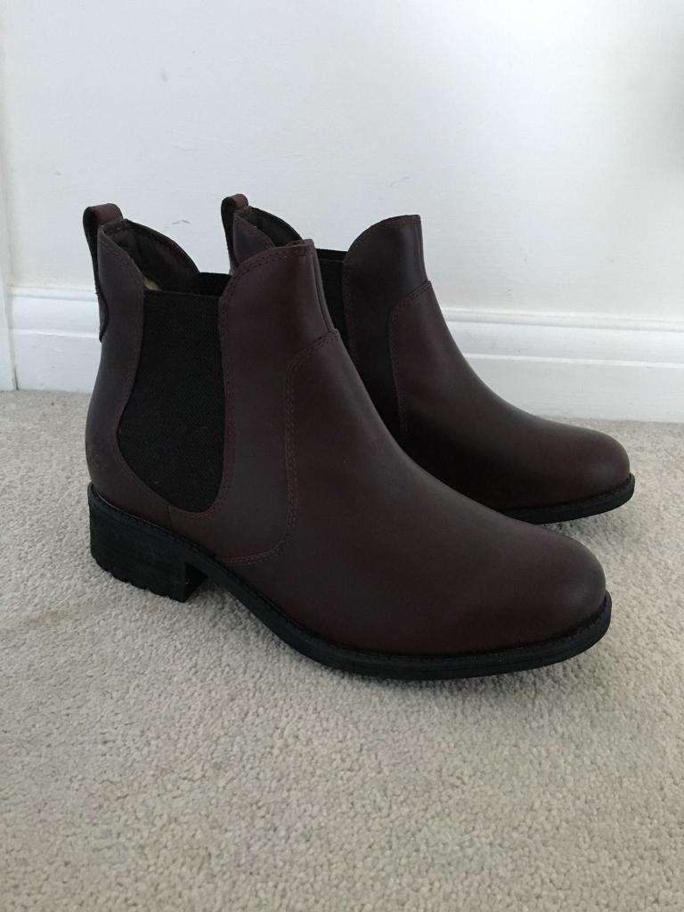 Dark purple ugg boots - U.K. size 6 - perfect condition