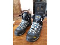 LADIES HIKING BOOTS ASOLO GORTEX SIZE 7