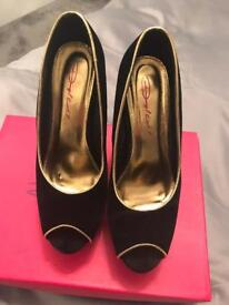 Size 6 dolcis high heels