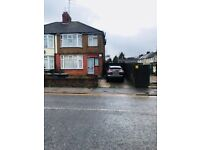 3 bedroom part furnished house to let in LU4 9QX
