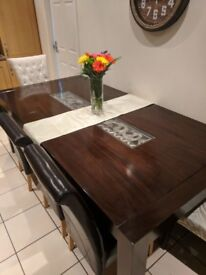 DINING TABLE SOLID WOOD GREAT CONDITIONS (FEW SCRATCHES)