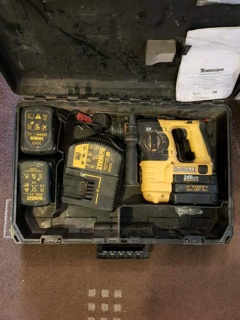 DEWALT CORDLESS 24V SDS ROTARY HAMMER DRILL WITH 3 BATTERIES AND CHARGER