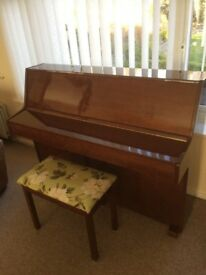 Young Chang walnut gloss upright piano