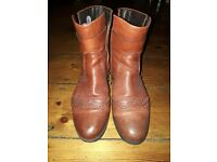 Tan Ladies boots, like new. Size 6