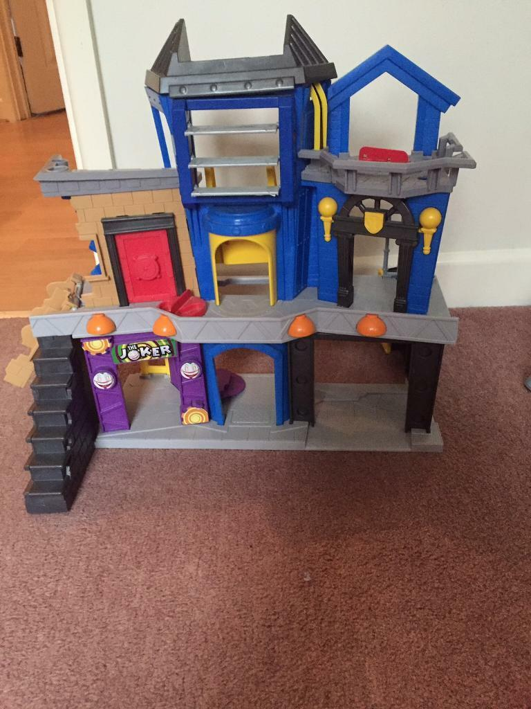 Very good condition 'Batman station' (figures not included)