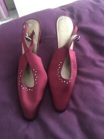 Ladies wine colour shoes with kitten heal look. Size 6