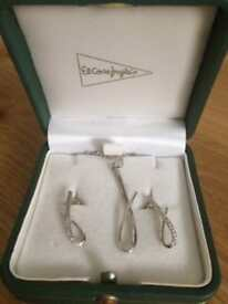 18ct White Gold and Diamond Matching Necklace and Earrings