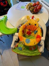 Baby sit me up giraffe seat