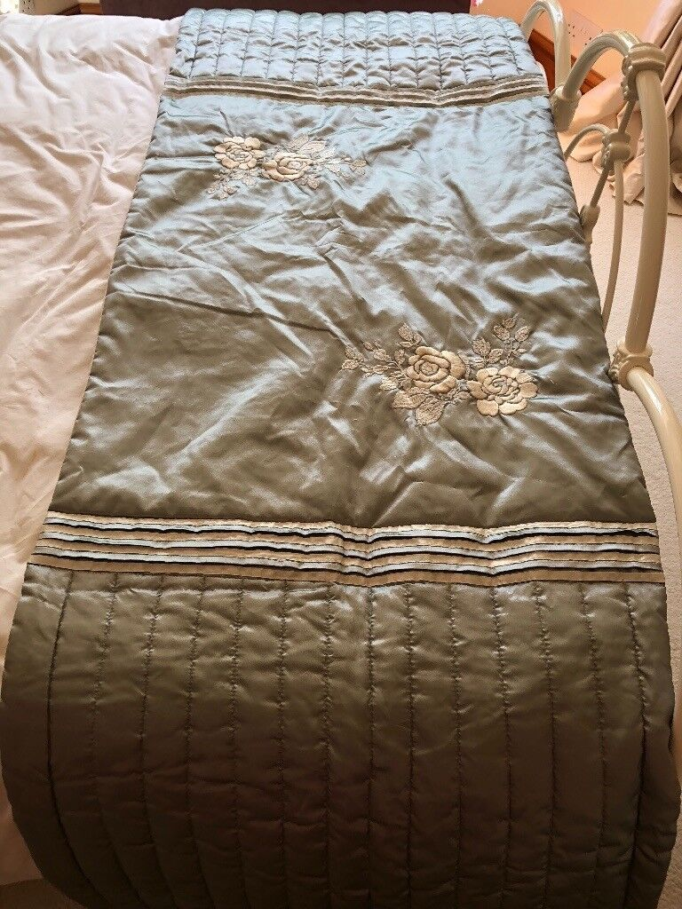 Beautiful VA bed runnergreen and creamin Nuneaton, Warwickshire - Gorgeous satin style bed runner by V&A to fit double bed. Green and cream floral design with cream underside. Never used only stored hence excellent condition
