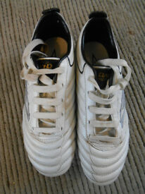 Childs Umbro Diamond Pro Football Boots, size 1, Excellent condition.