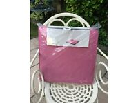 """Pair of Pink Zipped Garden Chair Seat Pads 16"""" x 16"""" Brand New"""
